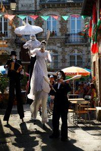 échassier, jongleur, musicien